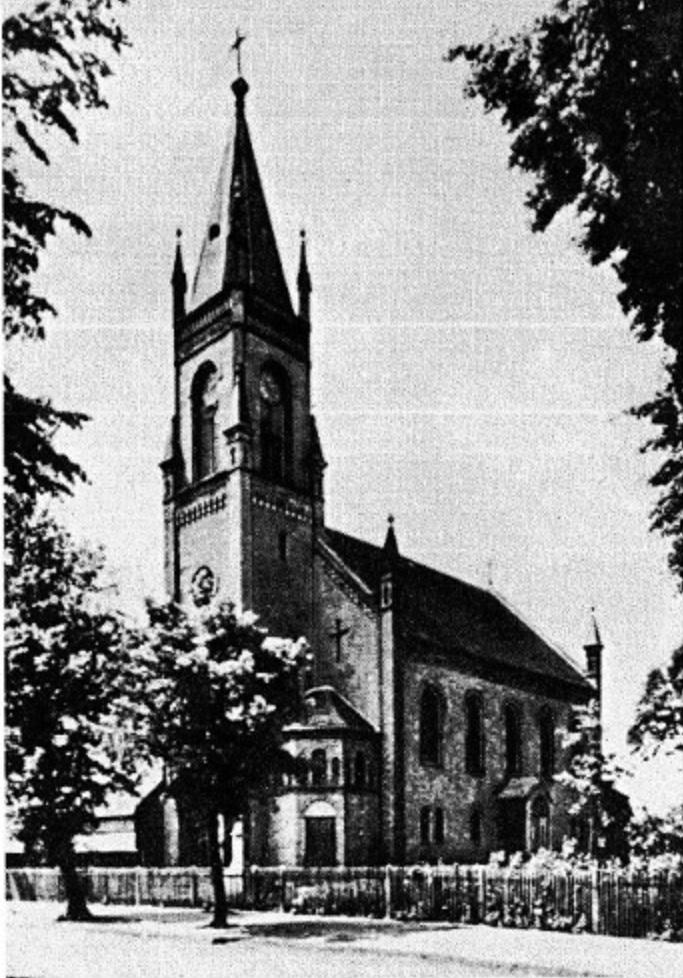 """Kościół w Nietkowicach z pierwotnym wyglądem wieży (źródło zdjęcia: """"Crossener Heimatgrüße"""")"""