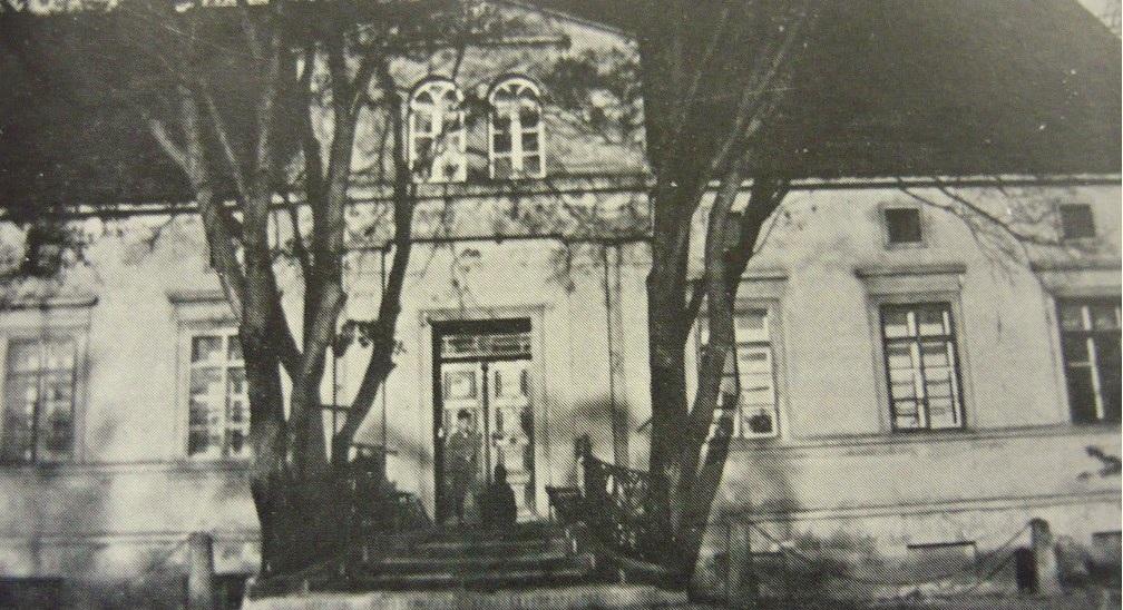 """Zniszczona podczas działań wojennych plebania w Brodach (źródło zdjęcia """"Crossener Heimatgrüße"""")"""