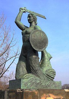Pomnik Syrenki warszawskiej z twarzą poetki (źródło zdjęcia Wikipedia)