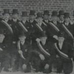 Grupa marynarzy z Pommerzig w 1928 gotowi do pochodu.