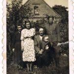 Od lewej Jadwiga Orzeszko, Zofia Tatarynowicz, Tomasz Siegień z Leonem Orzeszko na kolanach i Jan Orzeszko